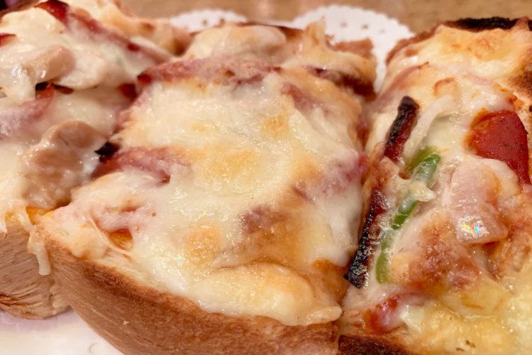 池袋 レトロ喫茶店『伯爵』のピザトースト・肉厚ふわふわ生地にチーズと具材たっぷりで最高においしい