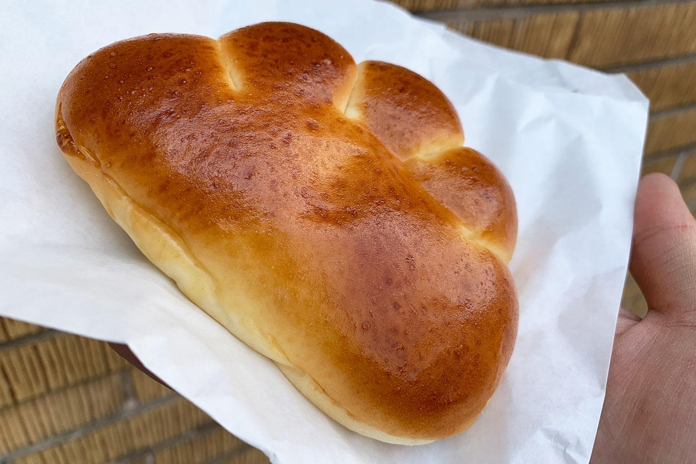 赤丸ベーカリー クリームパン