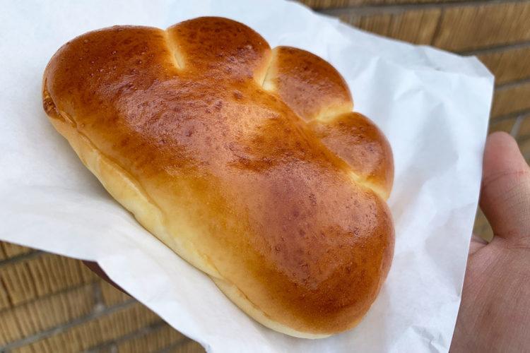 赤丸ベーカリーのクリームパンを食べてみた