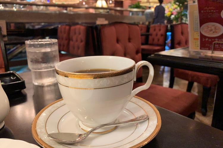 池袋のゴージャス純喫茶『カフェ・ド・巴里』でケーキセットをいただく