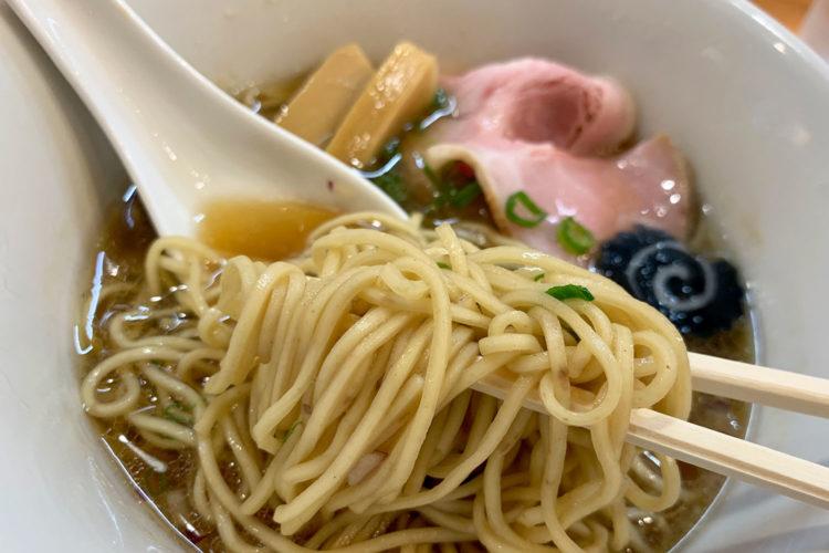池袋『らぁ麺 はやし田』の「のどぐろそば」をいただく。感想は香り高く上品な脂と深いコク