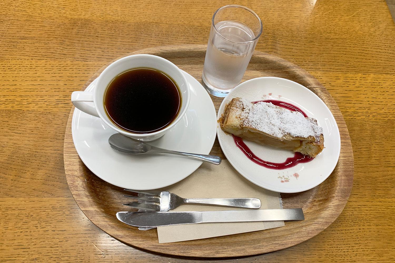 MJブックカフェ コーヒーとアップルパイ