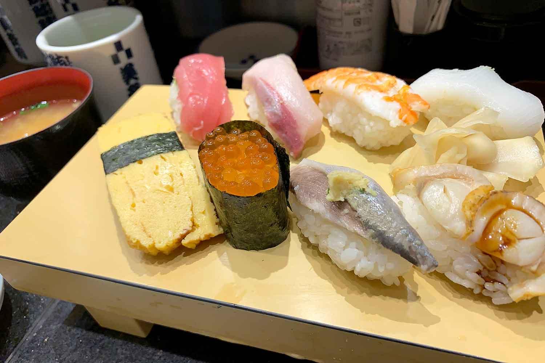 池袋エチカ『立喰 美登利』の平日限定500円ランチ「寿司8貫・椀物つき」がコスパ最強!