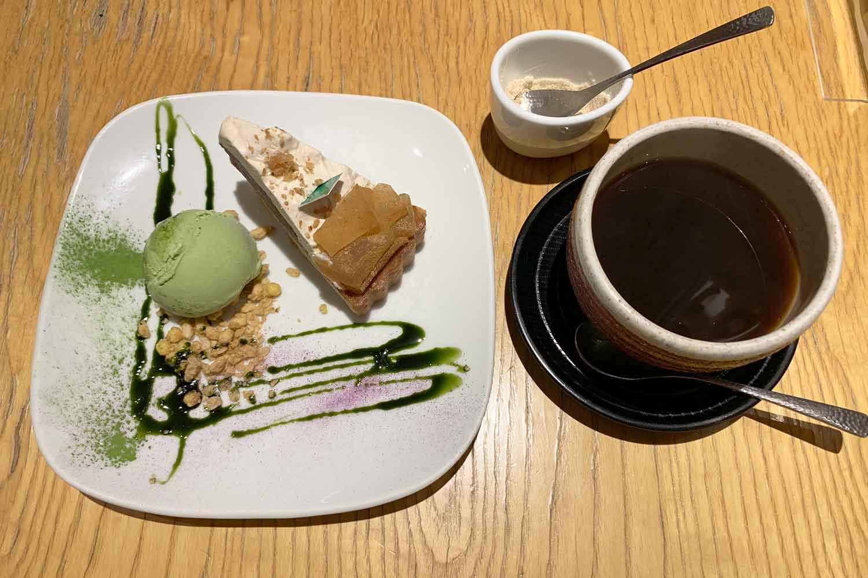 神楽坂茶寮 小豆とわらびもちのタルト コーヒー