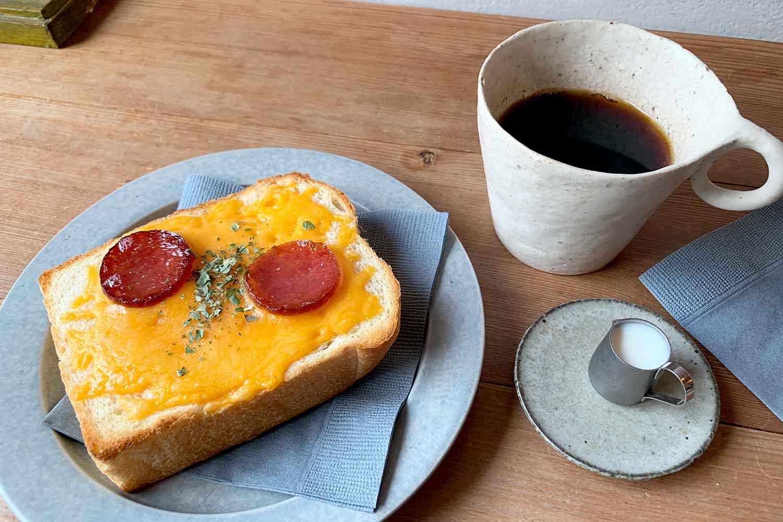 雑司ヶ谷『うぐいすと穀雨』の「サラミ&チーズのトーストセット」で静かにカフェタイム!